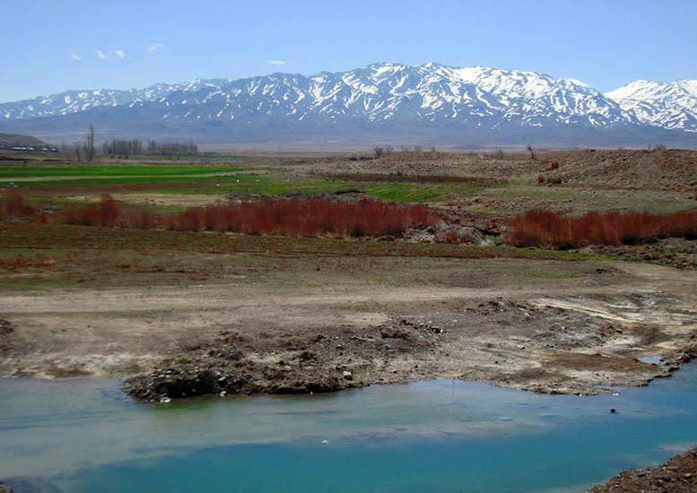 چشمه آب گرم لاله زار بردسیر
