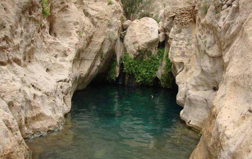 چشمه آب معدنی گلی آونگ سیرجان