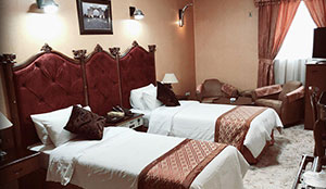 غرفة بسرير مزدوج