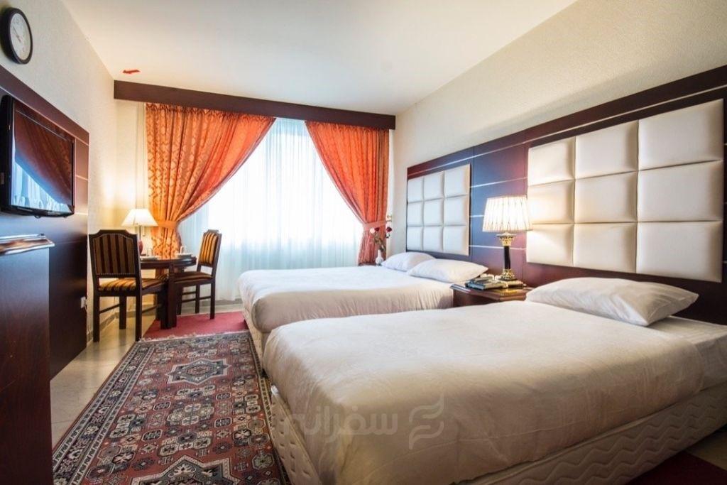 یک نفر اتاق دو تخته (فولبرد)